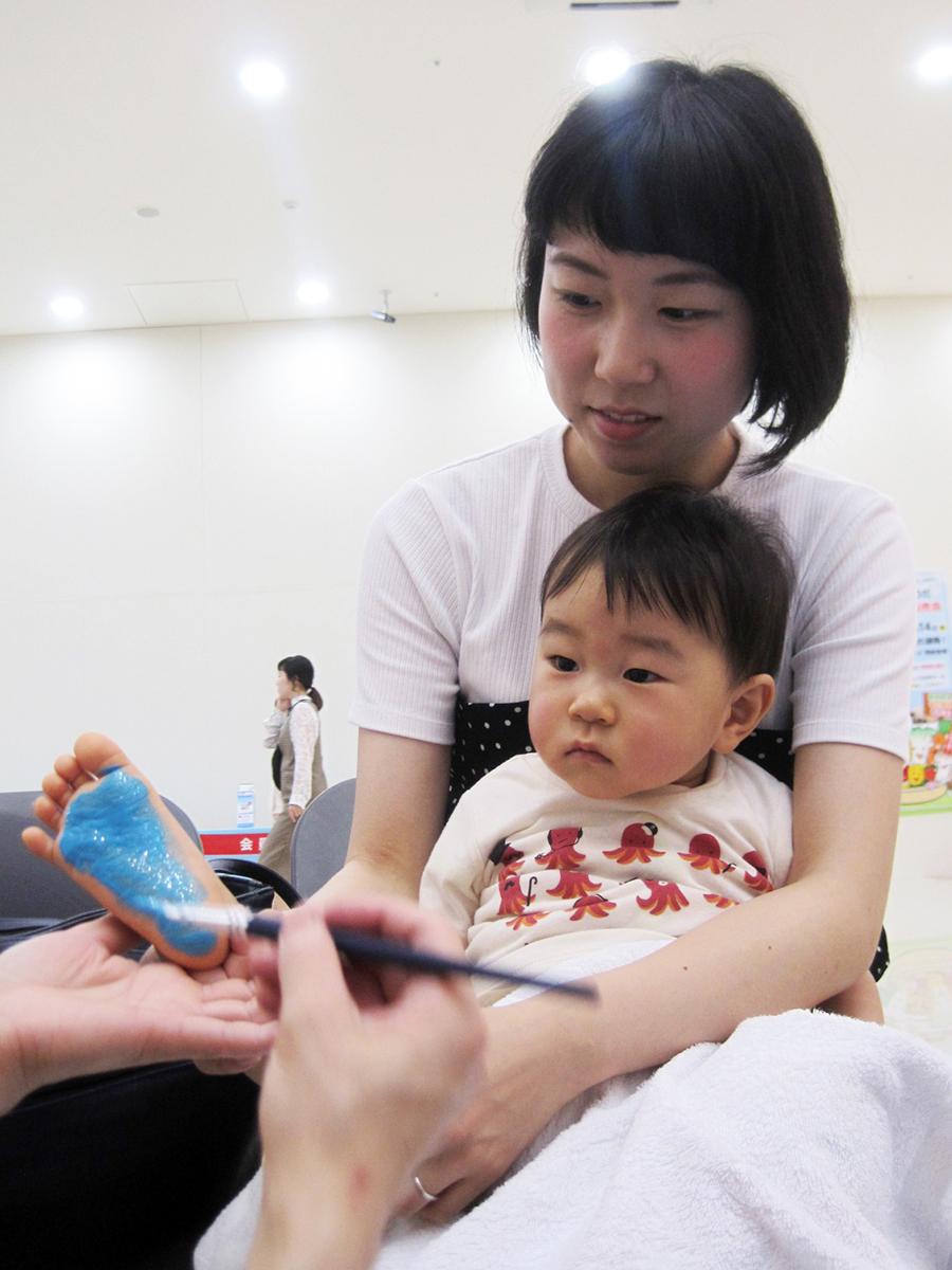 赤ちゃんの足形プレート